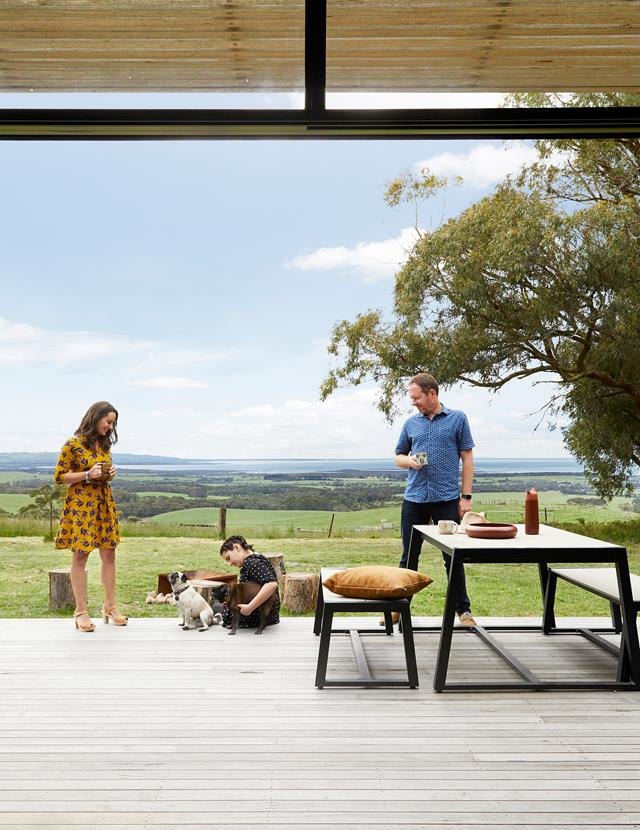 Mẫu bàn ăn ngoài trời bằng gỗ đẹp