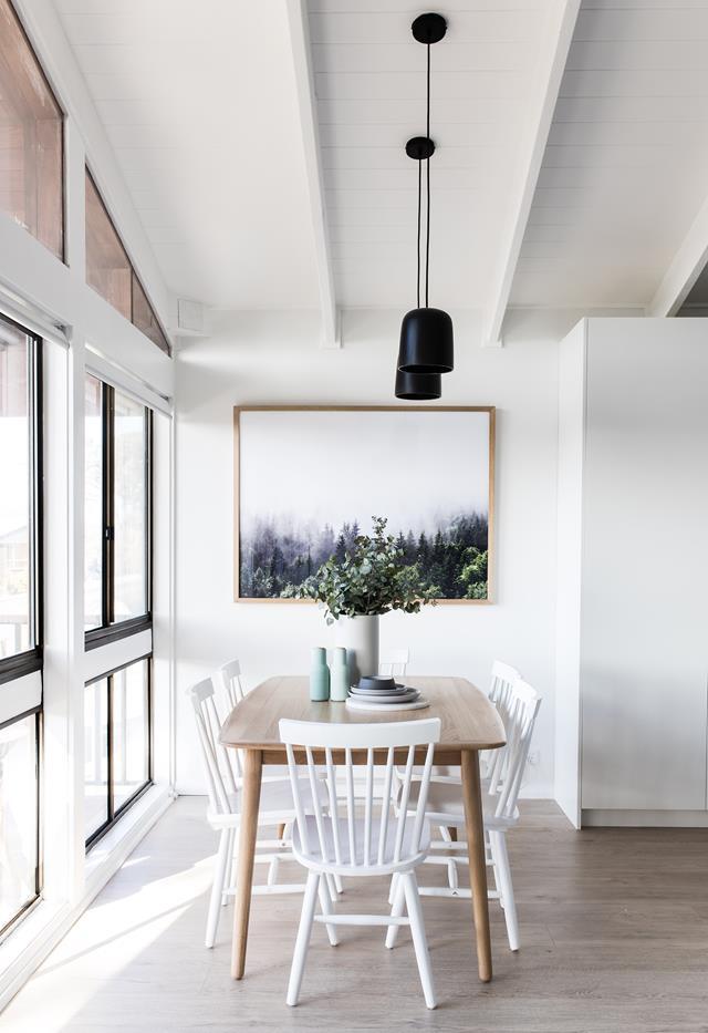 Bàn ăn gỗ kết hợp với mẫu ghế cổ điển windsor tucker