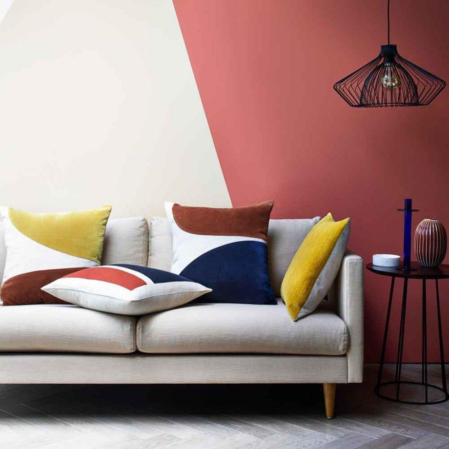 Phong cách trừu tượng được thể hiện qua các khối hình màu sắc