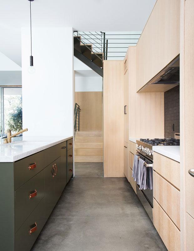 Trong phong cách California ngoài bảng màu xanh biển và trắng, kiến trúc sư còn sử dụng rất nhiều tông màu đất