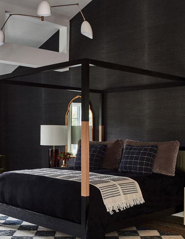Một chút màu đen có thể ấn tượng hơn trong không gian nội thất trung tính và chỉ một chút góc cạnh để truyền vào không gian của bạn cảm giác mát mẻ vùng California.
