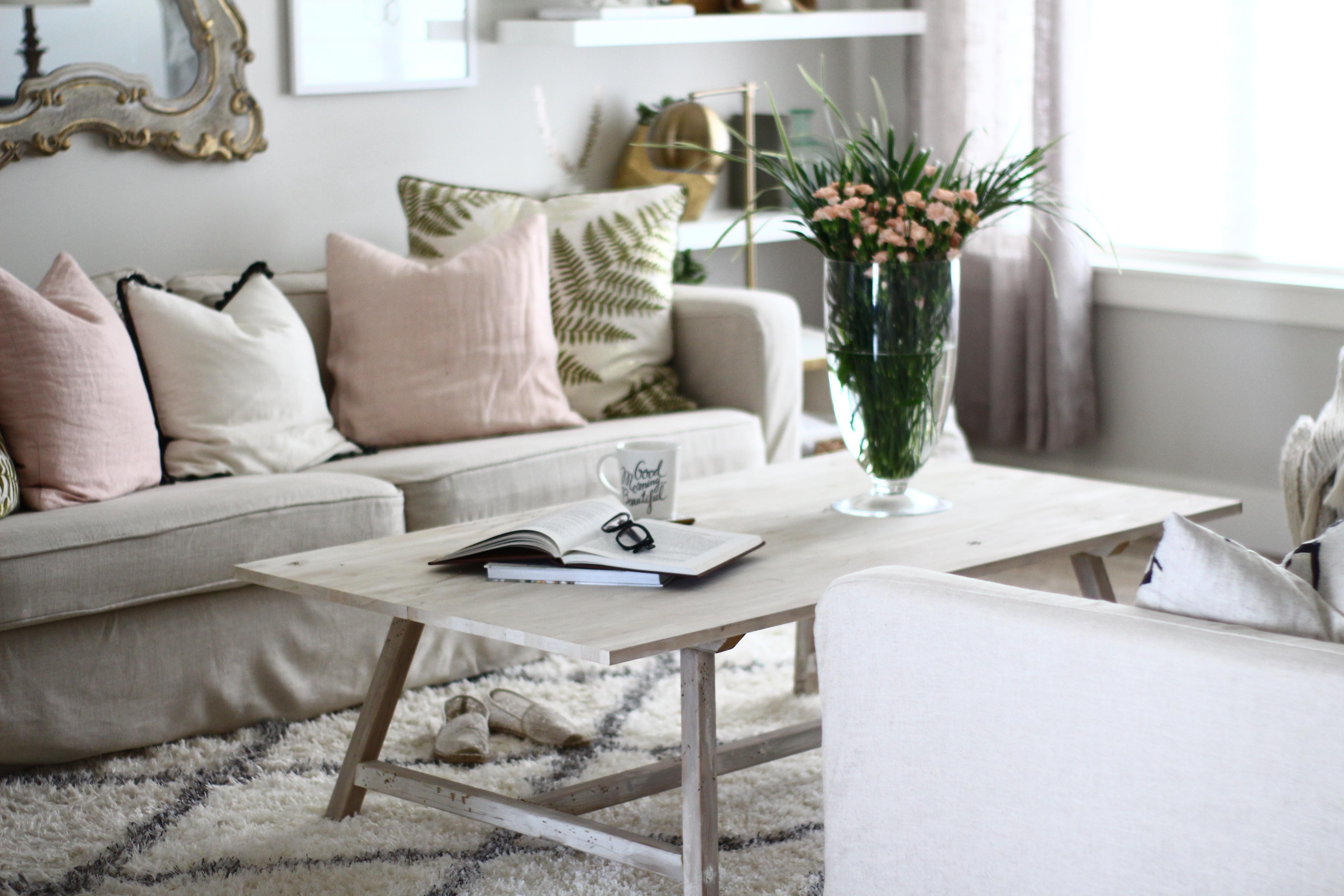 Hướng dẫn trang trí phòng khách theo tông màu trắng kem chủ đạo