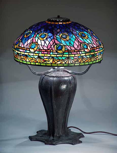 Đèn Tiffany có thiết kế độc đáo, bắt mắt
