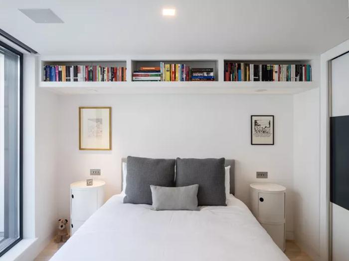 Thiết kế không gian phòng ngủ với các kệ sách