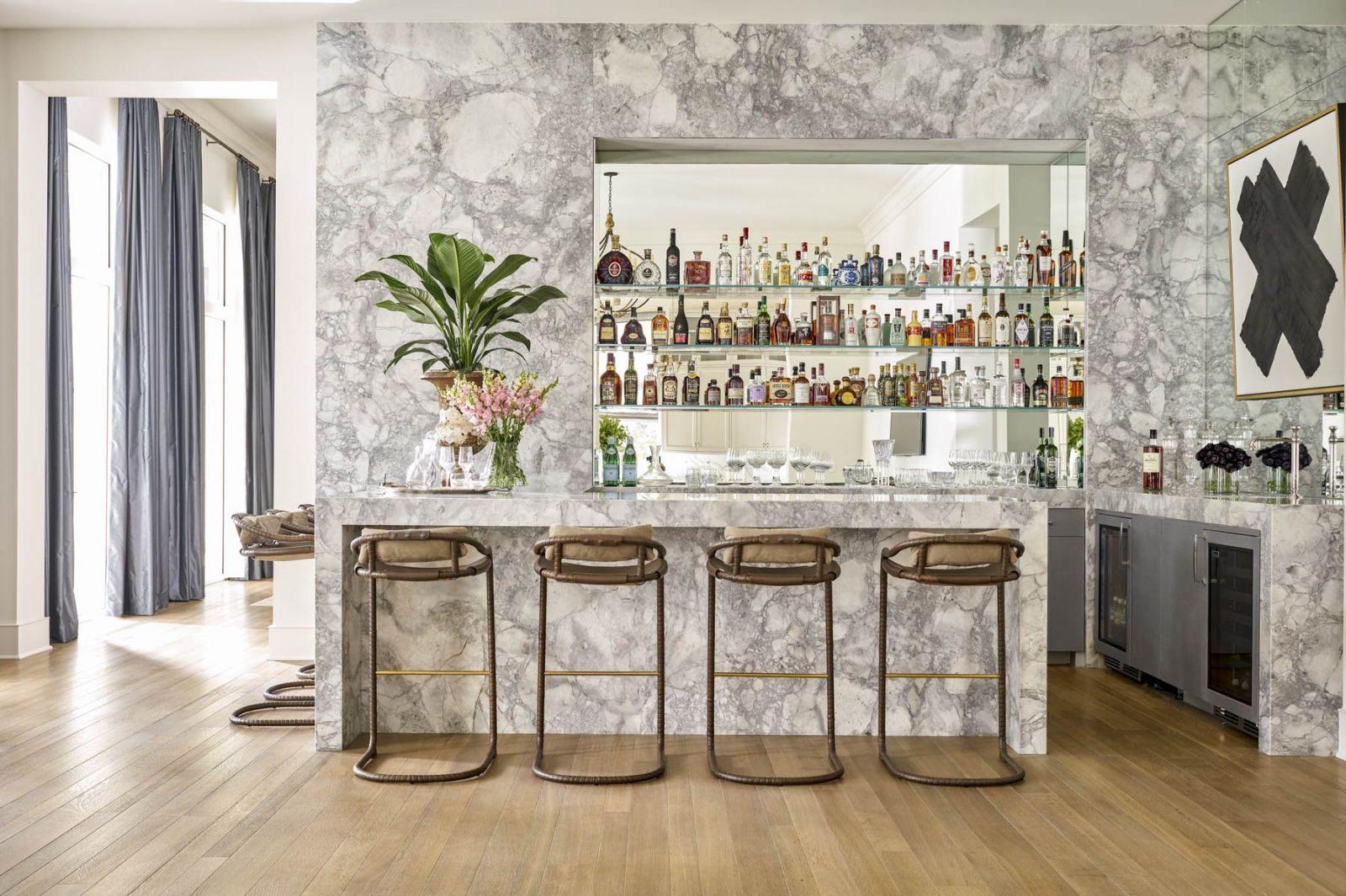 Phong cách thiết kế nội thất đương đại với kiểu đá cẩm thạch độc đáo kiến tạo một khoảng không gian riêng, một ốc đảo ngay trong nhà.
