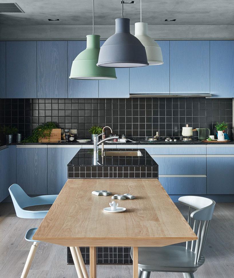 Thiết kế nội thất nhà bếp màu xanh hiện đại