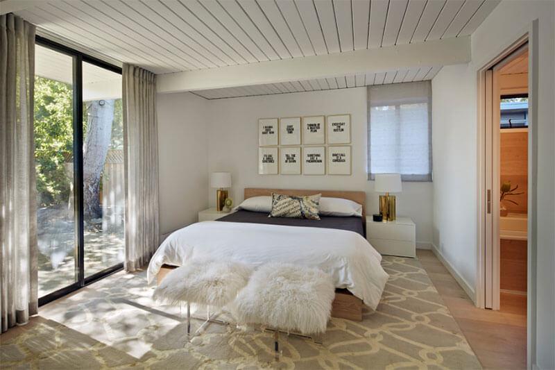 Thiết kế nội thất biệt thự mid century ấn tượng với tranh treo tường độc đáo