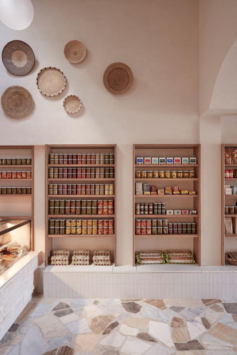 Không gian ấm áp mang phong cách gia đình của quán cafe Ý