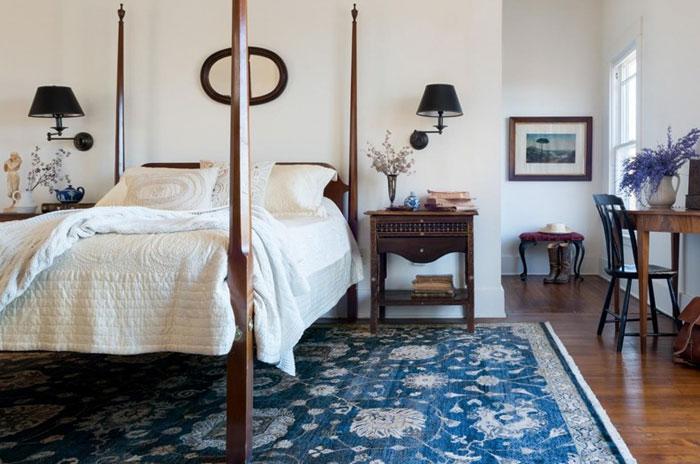 Thảm màu xanh cổ điển trong phòng ngủ