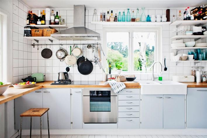 Sắp xếp kệ bếp thông minh cho nhà chật